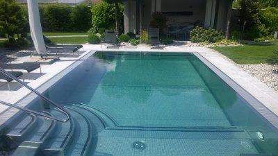 Nerezový přelivový bazén s AquaDiamante úpravou vody